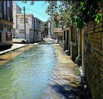 مرور الانهار بين البيوت