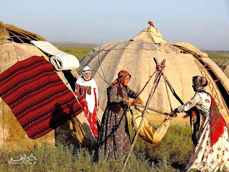 حياة البدو في إيران ، النساء يصنعن زباديًا طازجًا