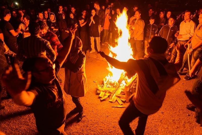 مهرجان النار الفارسي القديم ( شارشانبي سوري )يوم الطبيعة الإيراني