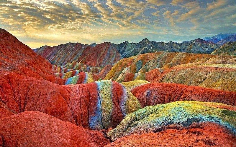 الجبال الملونة
